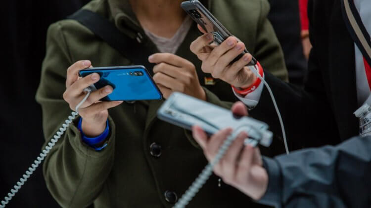Почему не стоит покупать новый смартфон сейчас