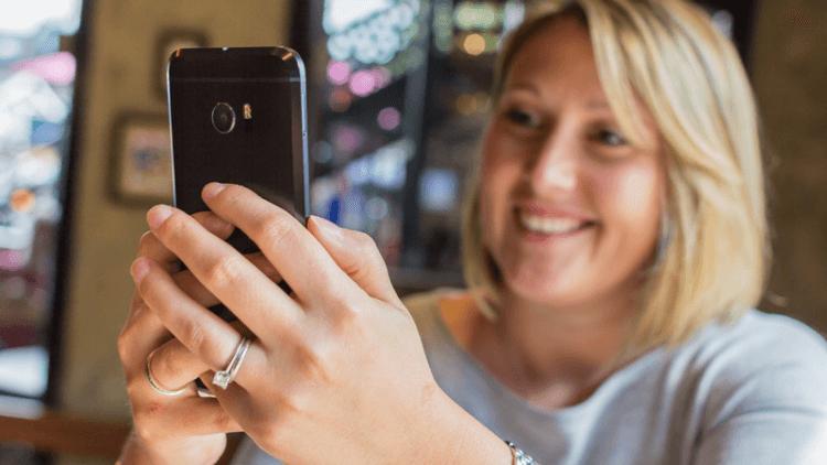 Почему смартфон переворачивает селфи и как это исправить