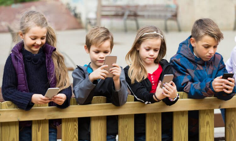 Пора в школу: какой смартфон на Android выбрать?